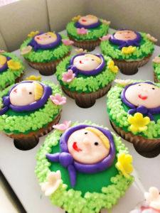 Customised vanilla cupcakes